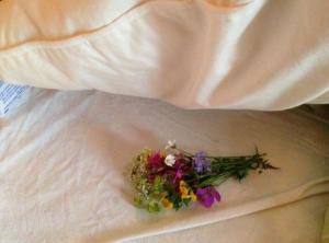 blommor under kudden